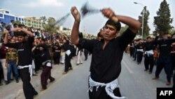 مسلمون شيعة في باكستان يحيون عاشوراء