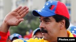 Нікалас Мадура сьвяткуе перамогу, але ня супраць пераліку галасоў