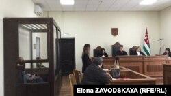 Суд объявил перерыв, но по его окончании заседание не было продолжено из-за ухудшения самочувствия подсудимого