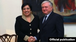 Армения - Встреча глав МИД Армении и Кипра - Эдварда Налбандяна и Эрато Козаку-Маркуллис, Ереван, 3 апреля 2012 г.