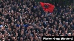 Pamje nga protesta e opozitës në Shqipëri e organizuar më 21 shkurt në Tiranë.