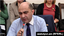 Armenia -- Opposition leader Edmon Marukian at a meeting of the parliament committee on legal affairs, 2Dec2019