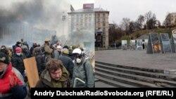 Центр Киева год назад (слева) и сейчас.