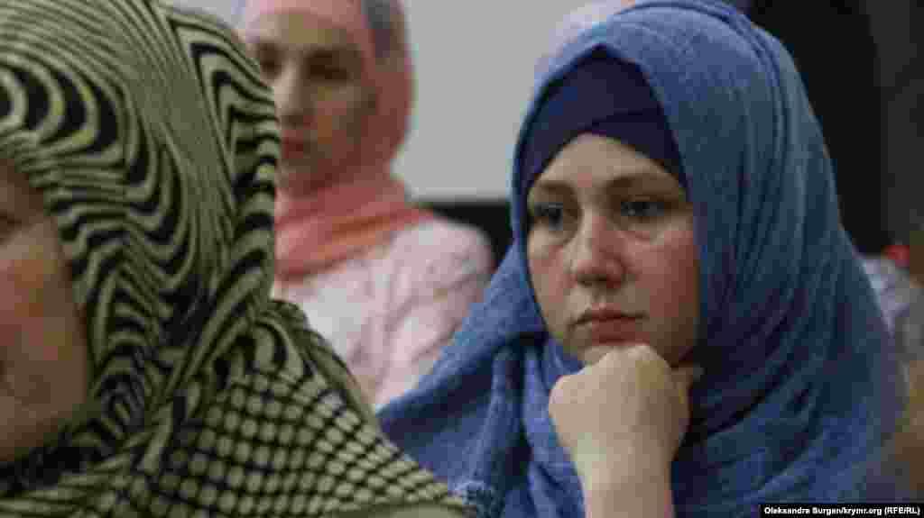 Фера Абдуллаєва, дружина ув'язненого Узеіра Абдуллаєва. Зараз Узеір перебуває в медсанчастині