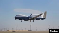 Një aeroplan amerikan pa ekuipazh