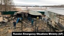 Последствия пожара в селе Нестерово, в котором погибли восемь трудовых мигрантов из Центральной Азии. Московская область, 7 января 2020 года.