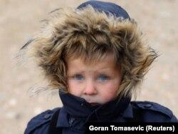 Pedesetak djece čiji su roditelji iz BiH i dalje je u dva kampa u Siriji. Jedan od njih je i dječak s fotografije koji je u kampu Roj s majkom i troje braće i sestara.