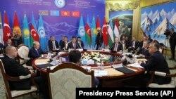 Участники прошлогоднего саммита Тюркского совета на саммите в столице Кыргызстана. Бишкек, 3 сентября 2018 года.