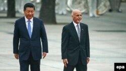 Президент Китая Си Цзиньпин (слева) и президент Афганистана Ашраф Гани. Пекин, 2014 год. Иллюстративное фото.