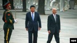 Presidenti i Afganistanit, Ashraf Ghani, dhe ai i Kinës, Xi Jinping.
