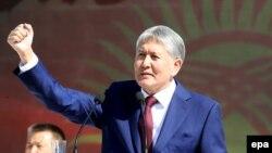 Алмазбек Атамбаеў на парадзе ў Бішкеку ў гонар Дня незалежнасьці Кіргізстану 31 жніўня 2016 году.