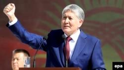 Алмазбек Атамбаеў на парадзе ў гонар Дня незалежнасьці Кіргізстану 31 жніўня 2016 году.
