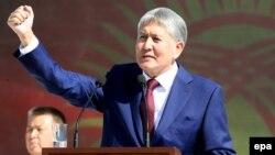 Gyrgyzystanyň prezidenti Almazbek Atambaýew