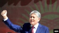 Қырғызстан президенті Алмазбек Атамбаев тәуелсіздік күніне орай өткізілген парад кезінде. Бішкек, 31 тамыз 2016 жыл.