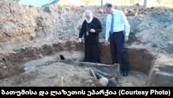 5 апреля епархия Батуми и Лазети на своей странице в Facebook сообщила, что на территории Батумской военной базы №3 найдены останки людей