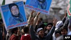 Протест сторонников Мумтаза Кадри, признанного виновным в убийстве пакистанского губернатора Салмана Тасира.