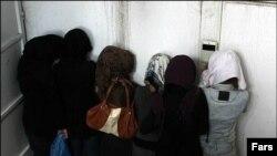 عکس تزئینی است.- دستگیرشدگان در یکی از پارتیهای تهران.