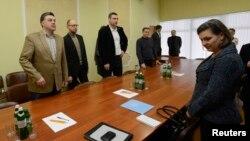 Victoria Nuland dhe liderët opozitarë në Ukrainë para fillimit të bisedimeve