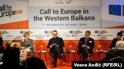Vesna Pusić, Sebastijan Grikur i Boško Jakšić na panelu u Beogradu