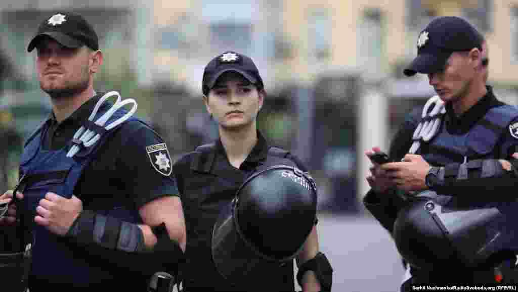 ЛБГТ-активистов усиленно охраняли. Это объясняется тем, что их противники пытаются избить участников таких мероприятий.