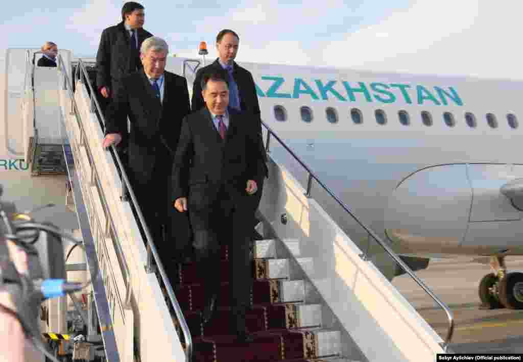 Казахстанская делегация во главе с премьером Бакытжаном Сагинтаевым.