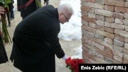 Predsjednik Ivo Josipović polaže cvijeće