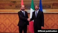 Председатель Национального собрания Армении Арарат Мирзоян (слева) и председатель Палаты депутатов Италии Роберто Фико, 28 октября 2019 г.