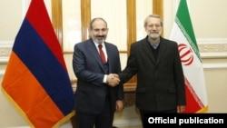 Премьер-министр Армении Никол Пашинян (слева) и председатель Меджлиса Ирана Али Лариджани, Тегеран, 27 февраля 2019 г.
