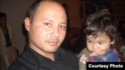 Беженец Максет Джаббабергенов с дочерью. Фото из личного архива.