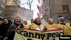 """3 აპრილს, ნიუ-იორკის ქუჩებში ორგანიზაციამ სახელწოდებით """"ბებიები ომის წინააღმდეგ""""."""