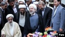 احمد جنتی (جلو)، صادق آملی لاریجانی، رییس قوه قضاییه، حسن روحانی، رئیس قوه مجریه و علی لاریجانی، رئیس قوه مقتننه ایران