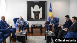 Kryeministri i Kosovës, Ramush Haradinaj në takim me anëtarë të Listës Serbe.