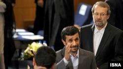 علی لاریجانی (نفر اول از راست) پیشتر گفته بود که ۸۰ درصد مشکلات کشور، مدیریتی است.