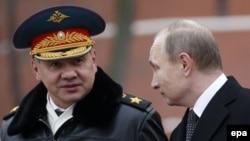 Rusiya müdafiə naziri Sergei Shoigu və prezident Putin, Moskva, 23 fevral 2016