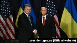 Президент України Петро Порошенко і віце-президент США Майк Пенс у Мюнхені, 16 лютого 2019 року