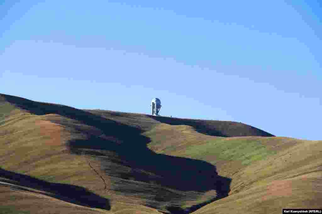 Жотадағы обсерваторияның таңғы көрінісі.