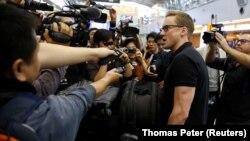 خبرنگاران خارجی در فرودگاه پکن