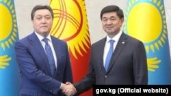 Кыргызстандын өкмөт башчысы Мухаммедкалый Абылгазиев менен Казакстандын премьер-министри Аскар Мамин. 12-июль, 2019-жыл.