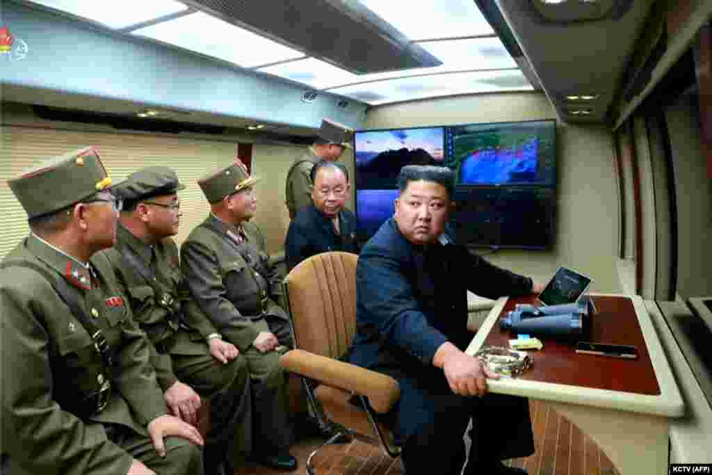 СЕВЕРНА КОРЕЈА - Официјален Пјонгјанг ги прекина преговорите со Сеул и за тоа го обвини дејствувањето на Јужна Кореја, односно поради воените вежби кои Јужна Кореја ги изведува со армијата на САД, објави Би-Би-Си.