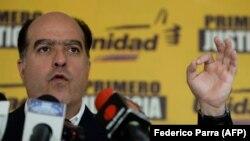 خولیو بورخس، رئیس سابق مجمع ملی ونزوئلا و زندانی سیاسی، از جمله برندگان ساخاروف ۲۰۱۷ است.