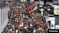 Протестующие в Ереване, 14 апреля 2018 года
