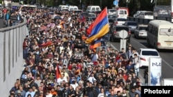 Armenia -- Opposition supporters demonstrate in Yerevan, 14Apr2018