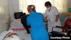 Жымбыл облысының онкологиялық диспансерінде науқастар өз күшімен жүре алмайды. Тараз, 4 қазан 2012 жыл.