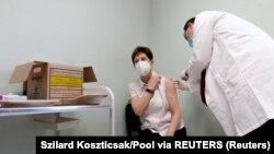 Adrienne Kertesz, prima persoană vaccinată în Ungaria