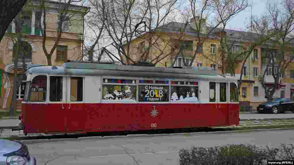 Трамвай №3 прямує до залізничного вокзалу. З 1 січня 2018 року проїзд у ньому подорожчає на один рубль і коштуватиме 14 рублів