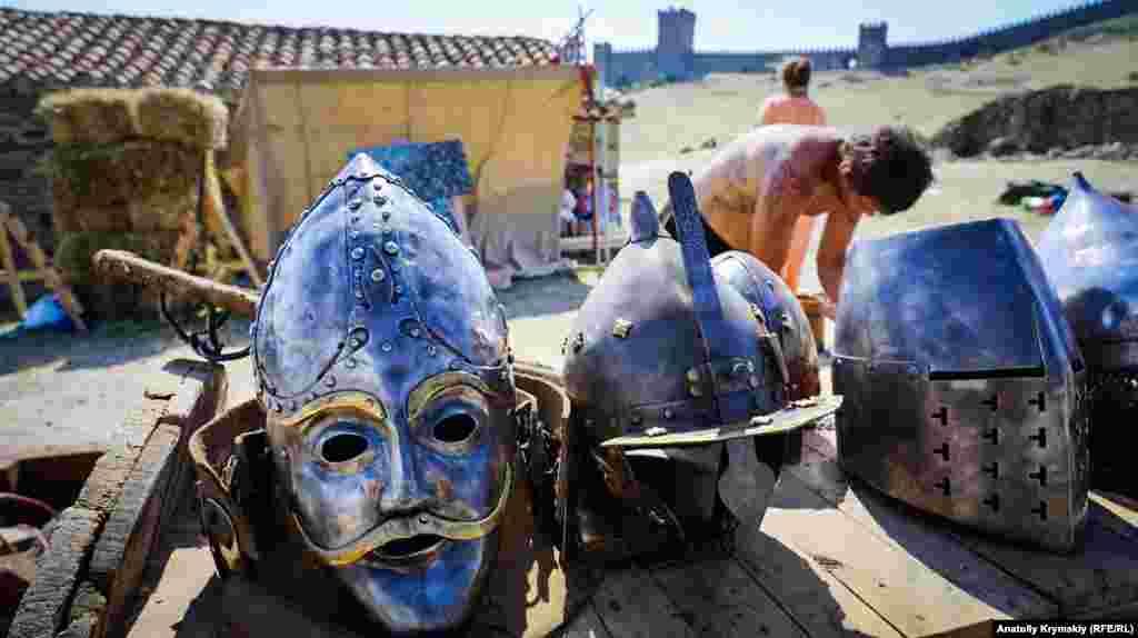 В средневековой крепости в Судаке прошел ежегодный XVIII-й международный рыцарский фестиваль «Генуэзский шлем»