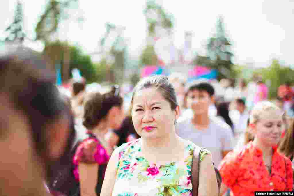 Горожане расходятся после того, как объявили, что зимняя Олимпиада 2022 года пройдет не в Алматы.