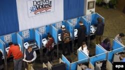 Голосование на одном из участков в Денвере, штат Колорадо, 8 ноября 2016 года