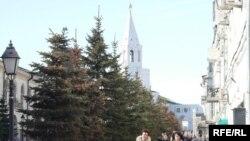Казанның Кирмән урамы. Монда әлегә туристлар сирәк күренә. Күпчелеге башкалада яшәүчеләр.