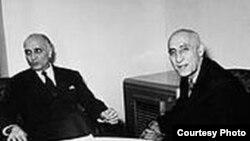 دکتر مصدق (راست) در کنار لوی هندرسن، سفير واشينگتن در تهران،